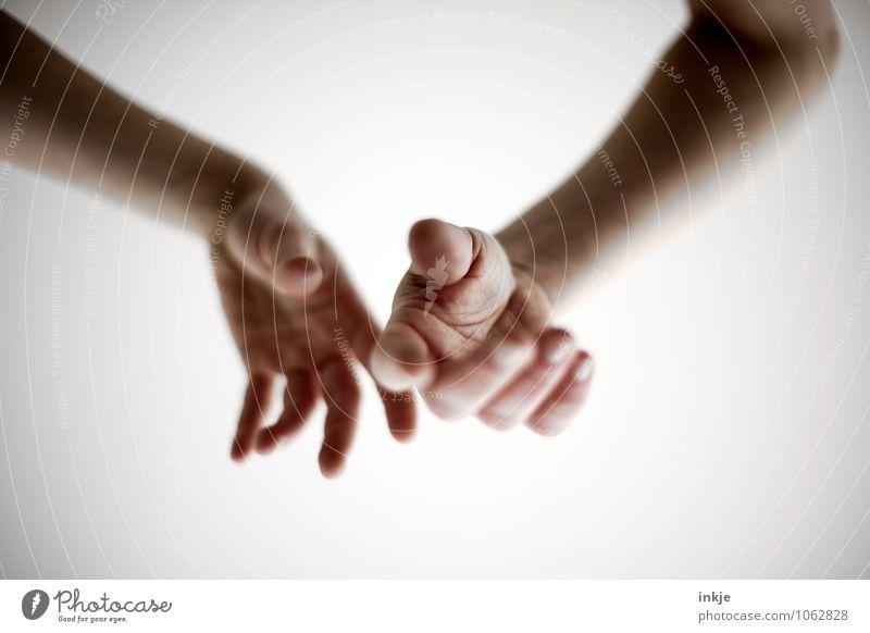 Und sonst so? Lifestyle Freizeit & Hobby Frau Erwachsene Mann Hand Unterarm 1 Mensch Erholung hängen warten Gefühle Stimmung Gelassenheit ruhig Langeweile