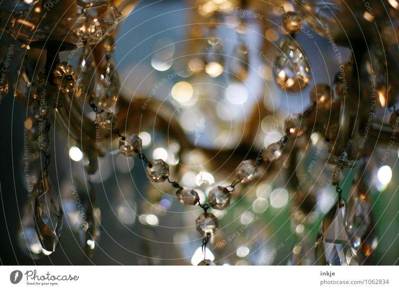 Lüster alt schön Stil glänzend elegant authentisch Glas retro historisch Tropfen Kugel hängen Reichtum Barock Kronleuchter prächtig