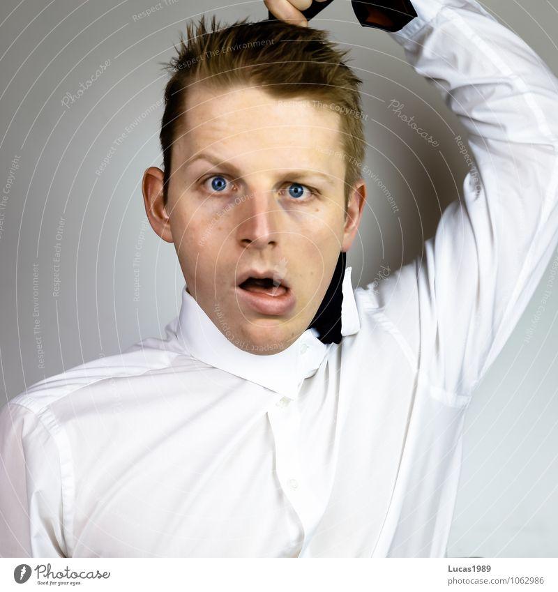 erwürgt Mensch Jugendliche Mann Junger Mann 18-30 Jahre Erwachsene Haare & Frisuren Arbeit & Erwerbstätigkeit maskulin Business Büro blond Beruf Wut Hemd Stress
