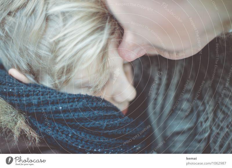 Mutter mit Sohn mit Schal im Arm Winter Mensch maskulin feminin Junge Frau Erwachsene Familie & Verwandtschaft Kindheit Leben Kopf 2 3-8 Jahre 30-45 Jahre blond