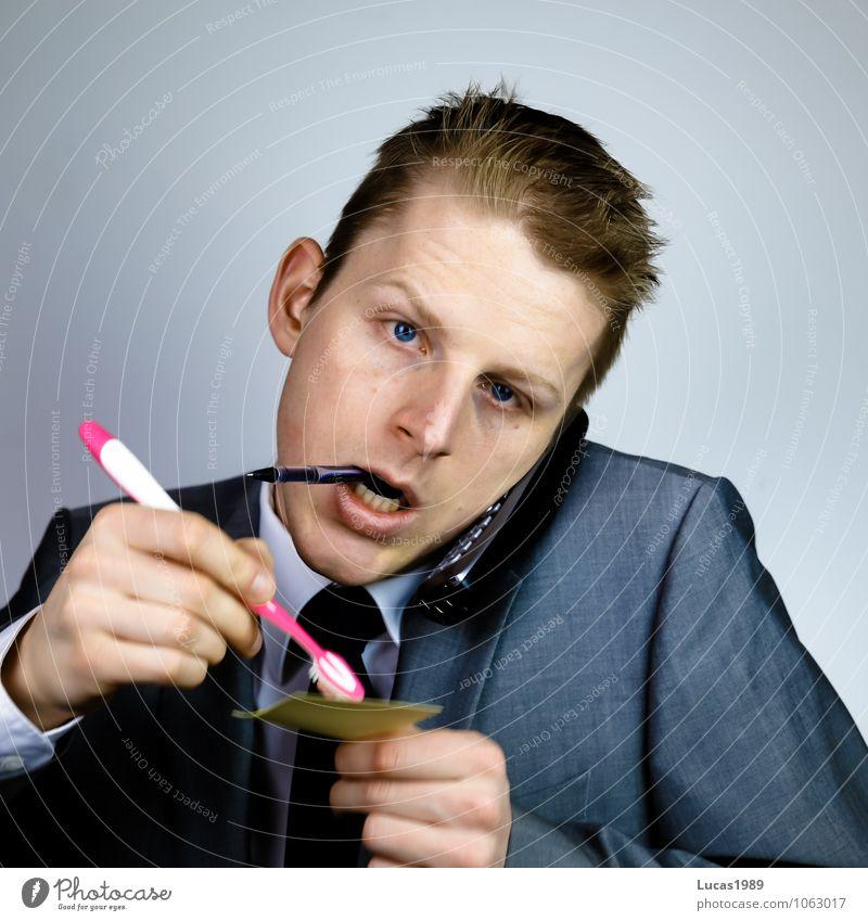 Multitasking 1 Körperpflege Arbeitsplatz Büro Telekommunikation Callcenter Business Karriere vielseitig Zahnbürste Mensch maskulin Junger Mann Jugendliche