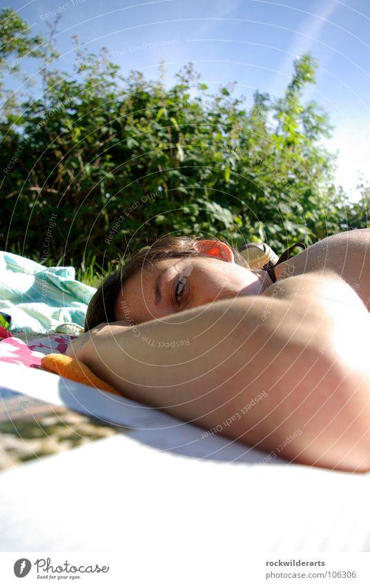 in the sun Frau Sonne Sommer Erholung schlafen