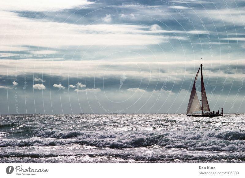 Fahrt ins Ungewisse Himmel weiß Meer blau Ferien & Urlaub & Reisen ruhig Wolken Freiheit See Wasserfahrzeug mehrere violett Wildtier Segeln Wellen viele
