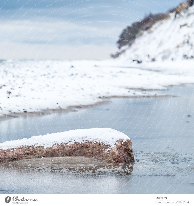 Bedeckt Landschaft Sand Wasser Himmel Wolken Winter Wetter Eis Frost Schnee Küste Ostsee blau braun weiß Mecklenburg-Vorpommern Rügen Strand Felsen Farbfoto