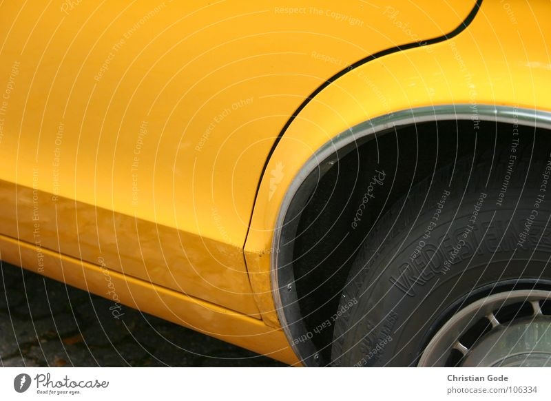 Gelber Flitzer gelb Fenster PKW fahren Dinge parken Oldtimer Motorsport Radkappe