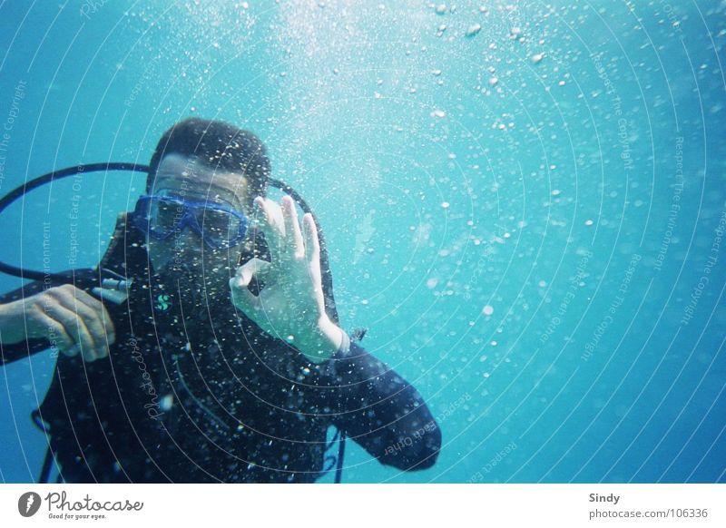 o°°°o0°oo0°°00oO°° tauchen Taucher Finger Meer Ferien & Urlaub & Reisen Taucherbrille Licht schwarz OK alles klar auftauchen Tauchgerät Schnorcheln hell-blau