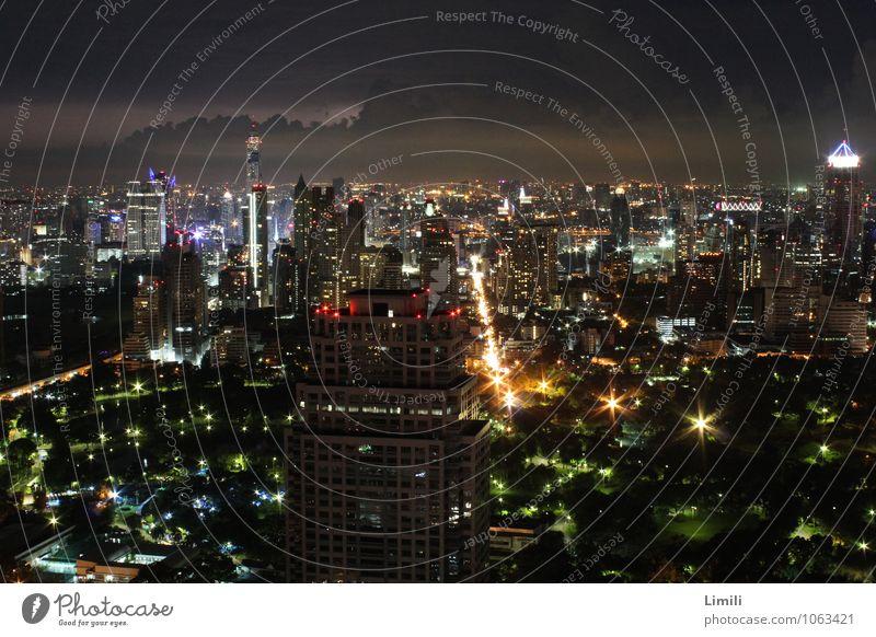 Bangkok Skyline Ferien & Urlaub & Reisen Tourismus Städtereise Nachtleben Thailand Asien Stadt Hauptstadt Stadtzentrum bevölkert überbevölkert Hochhaus Dach