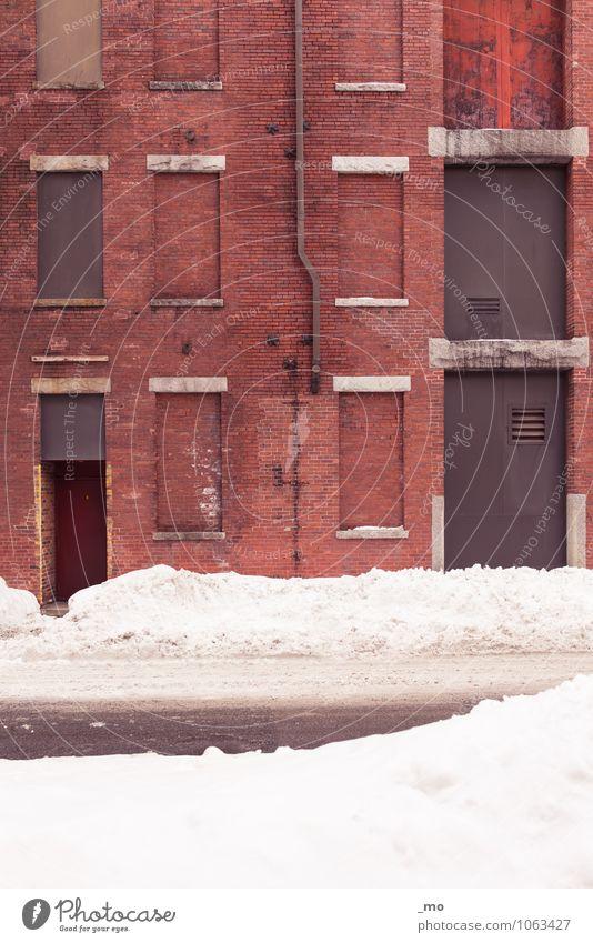 Another Brick In The Wall Industrie Güterverkehr & Logistik Stadt Menschenleer Industrieanlage Fabrik Bauwerk Gebäude Architektur Mauer Wand Fassade Fenster Tür