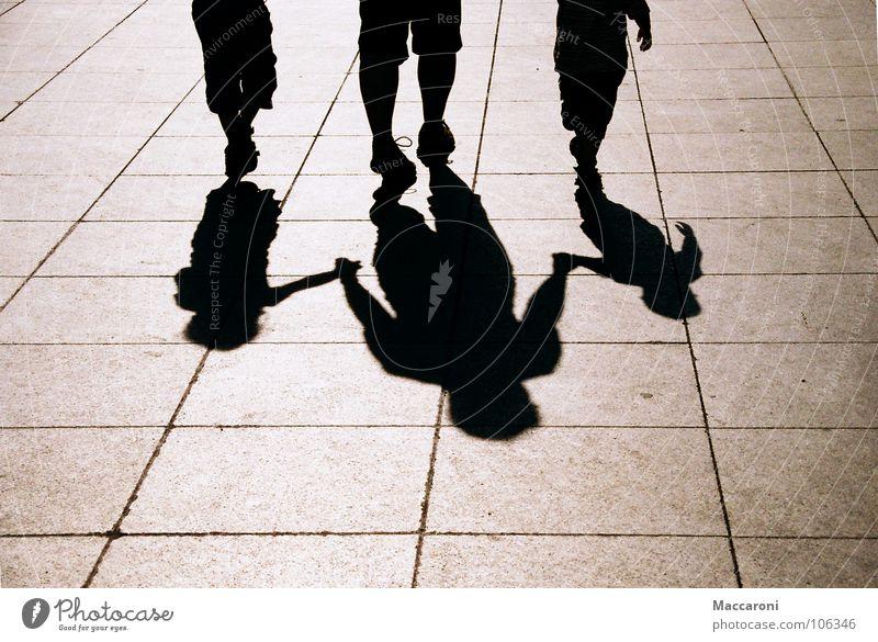 You will never walk alone Glück Ausflug Kind Arbeit & Erwerbstätigkeit Beruf Eltern Erwachsene Familie & Verwandtschaft Freundschaft Hand Fuß Menschengruppe