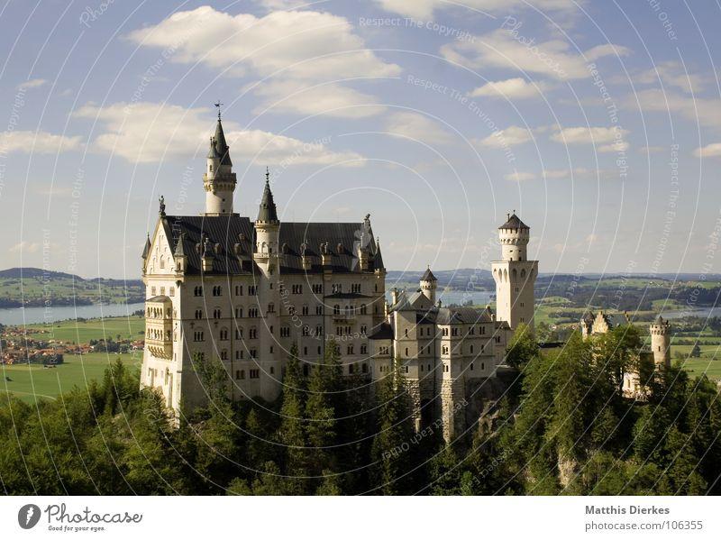 NEUSCHWANSTEIN schön Sommer Kunst Architektur Tourismus Turm Alpen fantastisch Burg oder Schloss Reichtum Schmuck Denkmal historisch Bayern Wahrzeichen