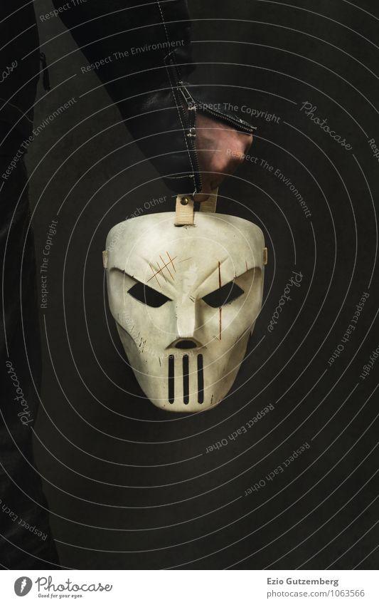 man is holding a creepy Mask Mensch alt grün weiß Hand schwarz dunkel Gesicht Gefühle Tod Sport Feste & Feiern Stimmung Party Angst dreckig