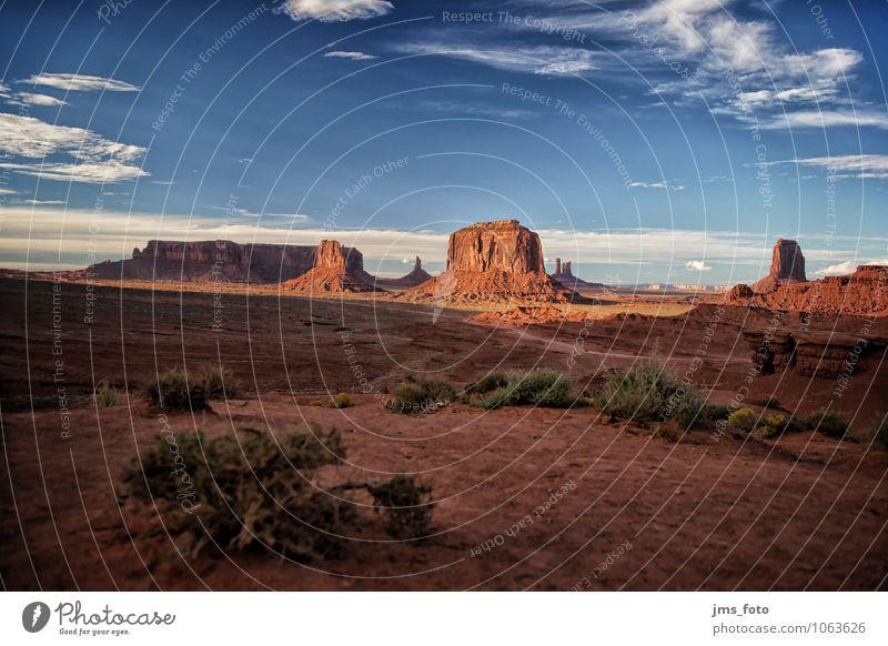 Monument Valley Himmel Natur Ferien & Urlaub & Reisen blau rot Landschaft Wolken Ferne Freiheit braun Felsen Sand Tourismus Schönes Wetter Abenteuer Urelemente
