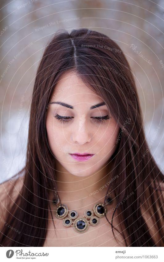 face feminin Junge Frau Jugendliche Gesicht 1 Mensch 18-30 Jahre Erwachsene brünett langhaarig schön Farbfoto Außenaufnahme Tag Schwache Tiefenschärfe Porträt