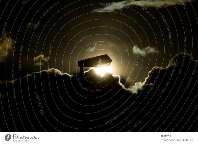 Ökostrom Erneuerbare Energie Elektrizität Sonnenenergie Wolken Licht Laterne Lampe Straßenbeleuchtung Gegenlicht schwarz weiß gelb glänzend Heiligenschein