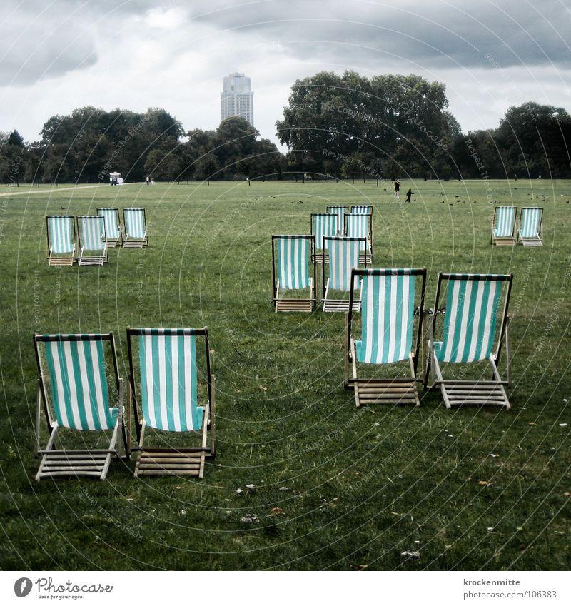 Paartanz grün Ferien & Urlaub & Reisen Sommer Wolken Wald Erholung Wiese Gras Park paarweise Stuhl London England Liegestuhl schlechtes Wetter Englisch