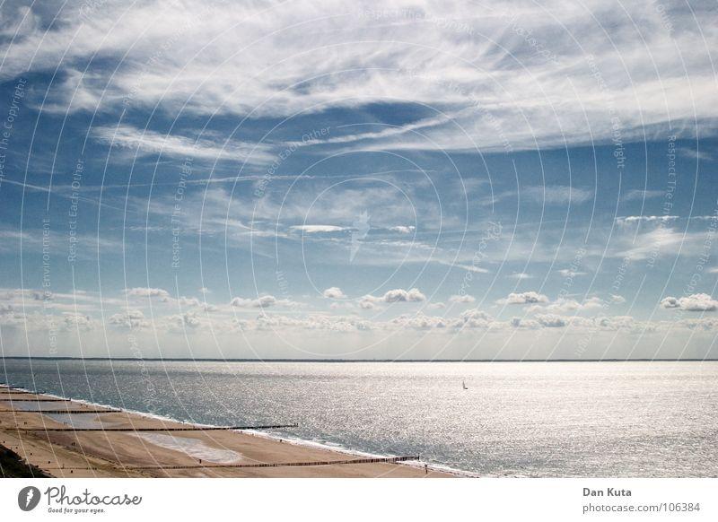 Blick in die Ferne Wolken Lamm mehrere Einigkeit traumhaft Oberfläche Meer Niederlande Zeeland offen kalt Brise weich beweglich Horizont flach Lineal Geometrie
