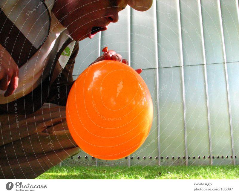 luftpumpe Luftballon Warnfarbe atmen blasen Ballsport Luftpumpe inhalieren maskulin wo Gelände Photo-Shooting Kreuzberg Medien Mediendesign Design