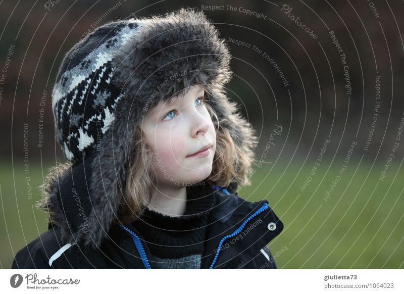 Kannst du mich sehen, Opa? Mensch Kind Himmel (Jenseits) Gesicht Junge Tod Denken Religion & Glaube oben Kopf träumen Kindheit beobachten Hoffnung Ewigkeit