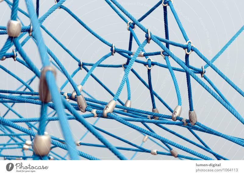 Klettergerüst Klettern Bergsteigen Seil Netz Netzwerk Sicherheit Stabilität verbinden Verbindung Vernetzung Spielplatz Farbfoto Außenaufnahme Tag