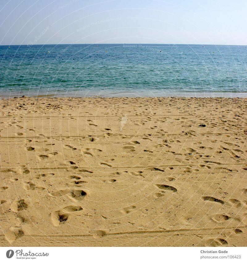 Strand im Quadrat Himmel blau Ferien & Urlaub & Reisen Meer Strand Erholung gelb Küste Sand Horizont Aussicht Sonnenbad Frankreich Badeanzug Südfrankreich Cote d'Azur