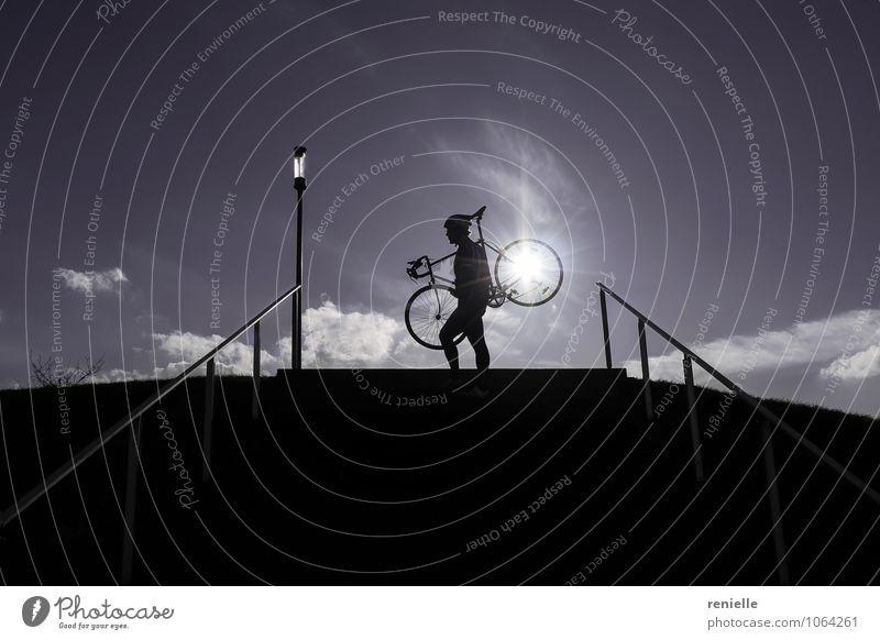 Mensch blau Sonne Freude schwarz Sport Horizont träumen authentisch stehen hoch genießen Lebensfreude Fitness Fahrradfahren Abenteuer