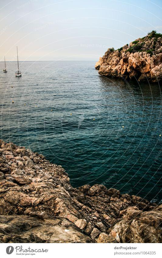 Mallorca von seiner schönen Seite 69 – Felsenbucht mit Booten Ferien & Urlaub & Reisen Tourismus Ausflug Abenteuer Ferne Freiheit Sommerurlaub Umwelt Natur