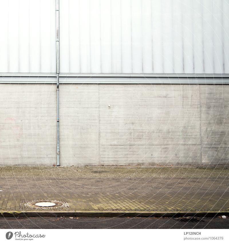 B+RLIN Industrieanlage Fabrik Gebäude Mauer Wand Fassade Straße Wege & Pfade retro Stadt ästhetisch Design Präzision Symmetrie Bürgersteig Pflastersteine Gully