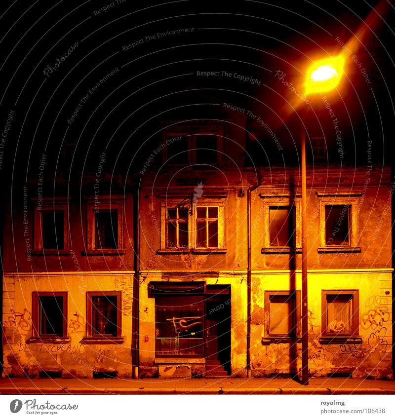 there is a house... Haus schwarz Einsamkeit gelb dunkel dreckig verfallen Verfall Zerstörung Chemnitz einwerfen