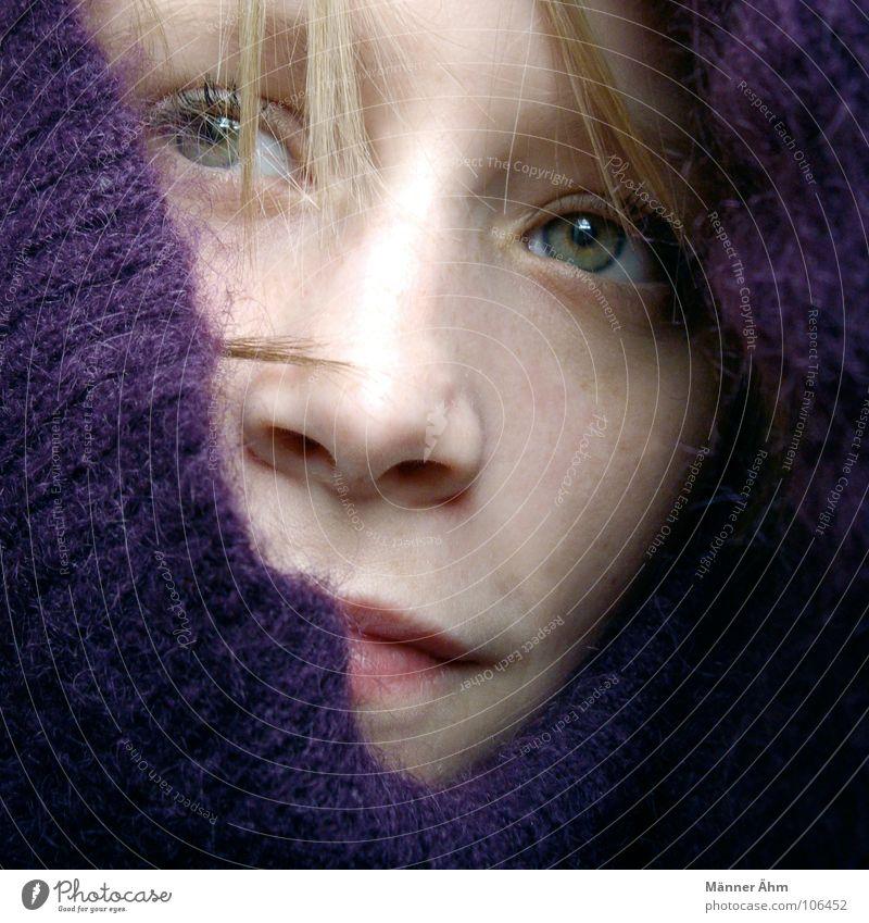 Freiheit für... Frau Pullover Wolle violett Hand kalt heizen Physik frieren Winter Gesicht Haare & Frisuren Wärme Eis Regen Blick warten