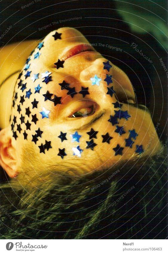 Sterne Frau blau schön Gesicht glänzend liegen Stern (Symbol) Dekoration & Verzierung geheimnisvoll Karneval Schmuck Lächeln 18-30 Jahre Junge Frau Fee