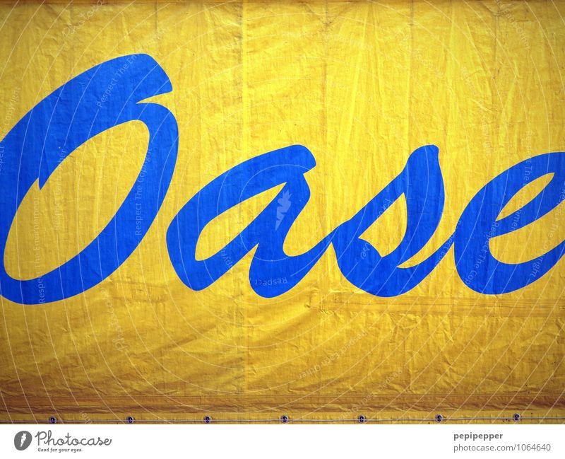 Vegetationsfleck Feste & Feiern Umwelt Sand Wasser Sonne Klimawandel Wärme Dürre Wüste Oase Lastwagen Kunststoff Schriftzeichen blau gelb