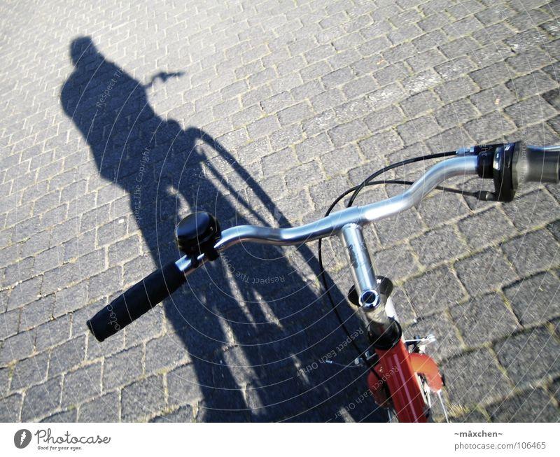...unterwegs... Fahrrad Lampe rot Bar Kopfsteinpflaster freihändig Ferien & Urlaub & Reisen Beschleunigung gefährlich Radrennen Geschwindigkeit Verkehr Spielen