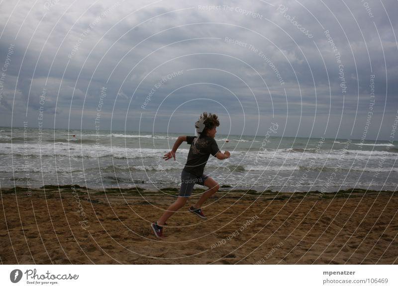 Perfekter Abdruck Strand Meer Wolken Ferien & Urlaub & Reisen springen Freude Wasser Sand laufen