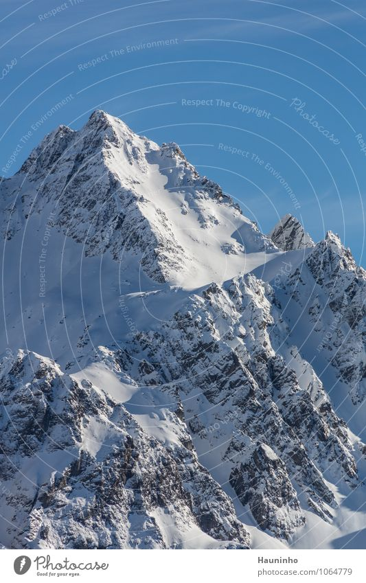 Felsmassiv Himmel Natur Ferien & Urlaub & Reisen Landschaft Winter Berge u. Gebirge kalt Gefühle Schnee Glück außergewöhnlich Felsen Tourismus Eis authentisch hoch