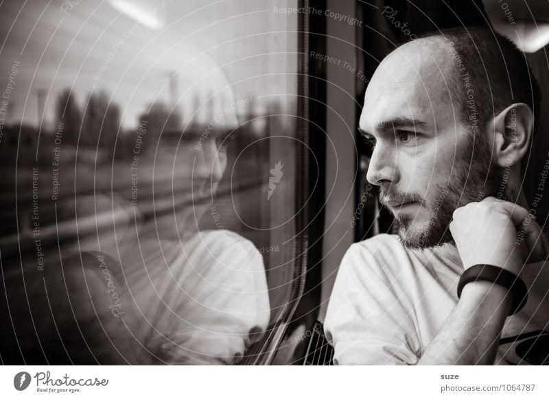 Der Zug ist abgefahren Mensch Jugendliche Mann Erholung Einsamkeit Junger Mann 18-30 Jahre Erwachsene Gesicht Stil Abteilfenster Denken Haare & Frisuren Zeit
