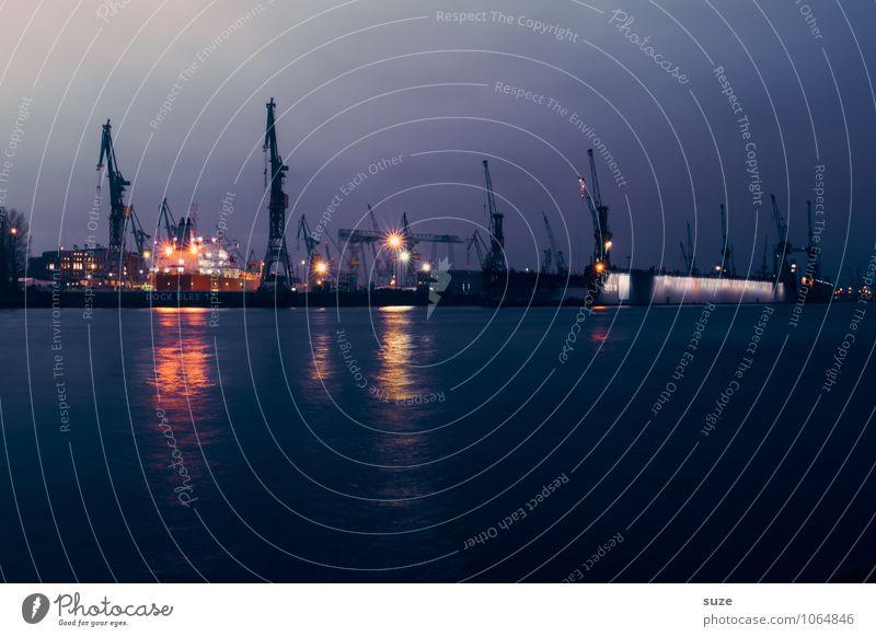 Nicht das hellste Licht im Hafen Himmel Wasser dunkel kalt Beleuchtung Deutschland Arbeit & Erwerbstätigkeit Business leuchten fantastisch Industrie Hamburg