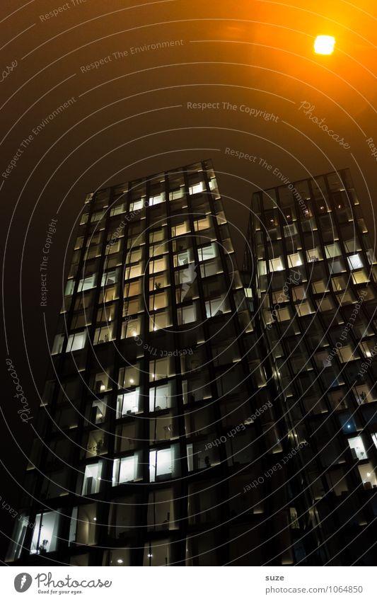 Lampenfieber Stadt Haus dunkel gelb Architektur Gebäude Deutschland Fassade Arbeit & Erwerbstätigkeit Business leuchten Häusliches Leben Büro Hochhaus hoch groß