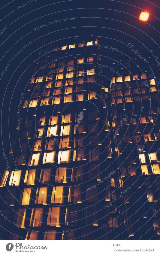 Unscharf Stadt Haus dunkel gelb Architektur Gebäude Deutschland Fassade Arbeit & Erwerbstätigkeit Business Häusliches Leben leuchten Büro Hochhaus hoch groß
