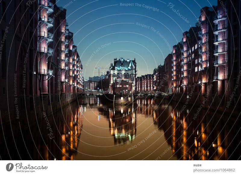 Nacht der Lichter Himmel alt Wasser Haus Architektur Gebäude außergewöhnlich Deutschland Fassade Tourismus leuchten fantastisch Europa Industrie Hamburg historisch
