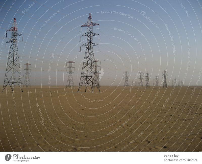 high voltage II Himmel blau Einsamkeit grau Sand Kraft Metall Umwelt Horizont Industrie Energiewirtschaft Elektrizität Macht mehrere Technik & Technologie Kabel