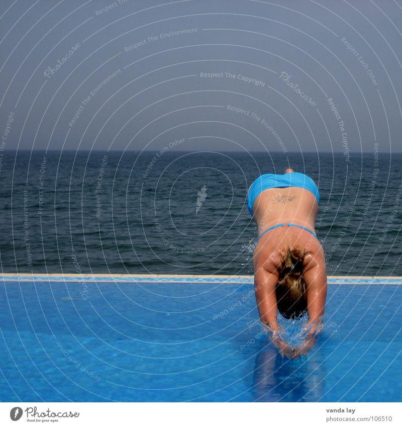 Kopfsprung deluxe VII Frau Mensch Himmel Wasser blau schön Ferien & Urlaub & Reisen Meer Sommer Freude Strand Sport Spielen springen Küste