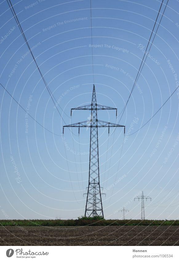 High Energy Himmel Feld Energiewirtschaft Elektrizität Technik & Technologie Schönes Wetter Strommast Leitung Gitter Hochspannungsleitung entladen