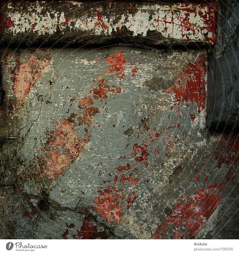 Zerstörstruktur Wand Vergänglichkeit Sicherheit Rampe rot grau alt Streifen diagonal Industrie Farbe blau Einsamkeit Fäche Strukturen & Formen