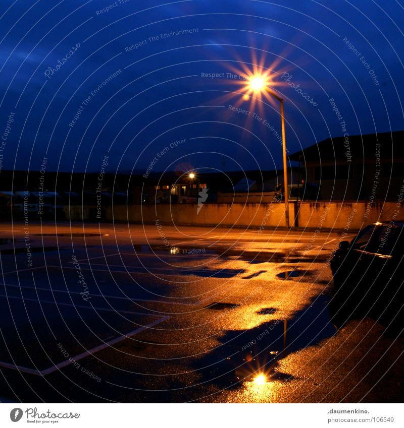 keep the car running Wasser Himmel ruhig Einsamkeit kalt Mauer PKW Wärme Asphalt Physik Lastwagen Dienstleistungsgewerbe Laterne Langeweile Parkplatz Straßenbeleuchtung