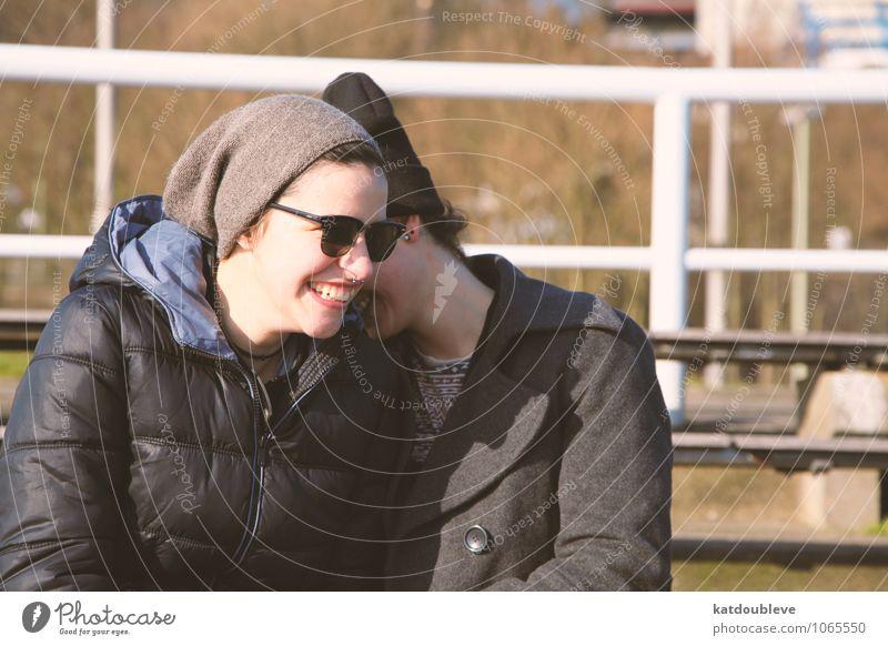 You are a mystery I will never try to solve feminin androgyn Homosexualität Freundschaft Paar Partner 2 Mensch Lächeln lachen frech Freundlichkeit Geborgenheit