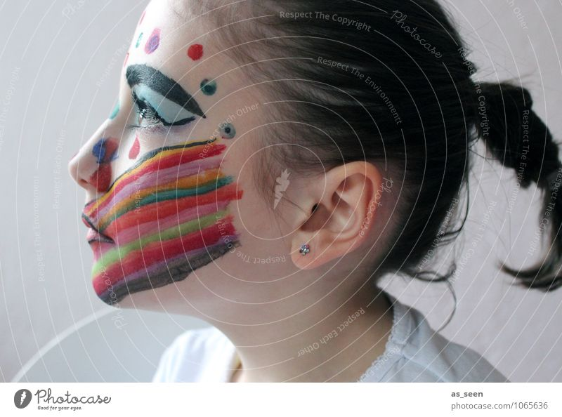 Geschminktes Mädchen Kind schön Farbe Gesicht Leben Gefühle außergewöhnlich Kunst Mode Design Kindheit ästhetisch Kreativität einzigartig Abenteuer