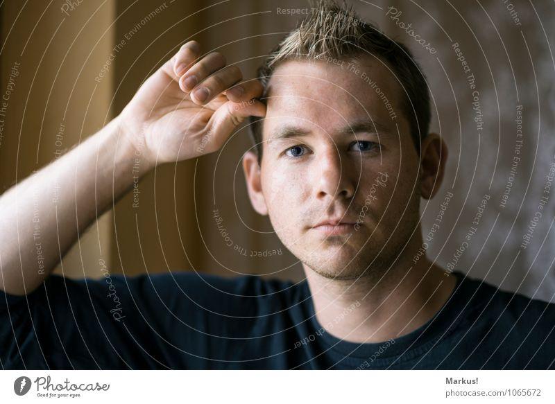 Selbstporträti Mensch maskulin Mann Erwachsene Jugendliche 1 18-30 Jahre blond Bart Vollbart Denken hören Lächeln Blick warten authentisch natürlich braun grau