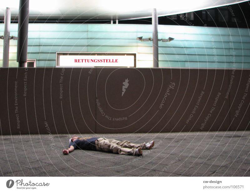 100th - chillen in front of the rettungsstelle Ferien & Urlaub & Reisen Mann weiß Erholung rot Tod maskulin liegen Schilder & Markierungen stehen Rücken warten