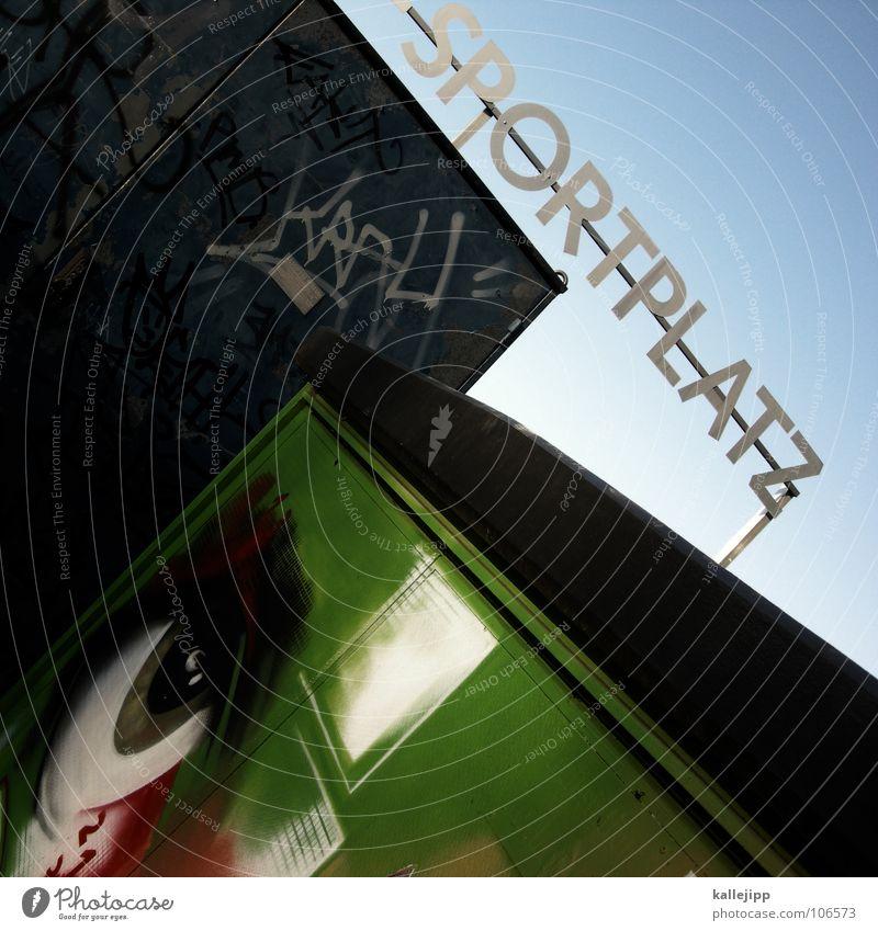 1984 Sportplatz Platz Spray grün Graffiti Tagger weiß Wimpern eye graffitty sportlich spreyen Himmel blau Blick Überwachungsstaat beobachten george orwell