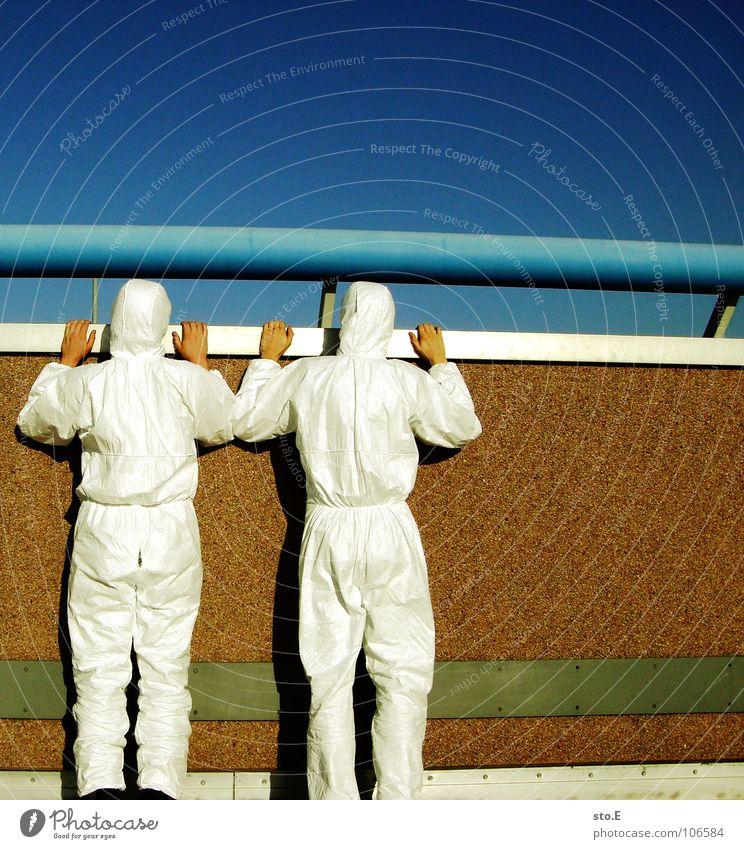 unter beobachtung Mensch weiß Straße Wand Denken 2 Erfolg Platz Aktion stehen Sicherheit beobachten Reinigen Industriefotografie Schutz Asphalt